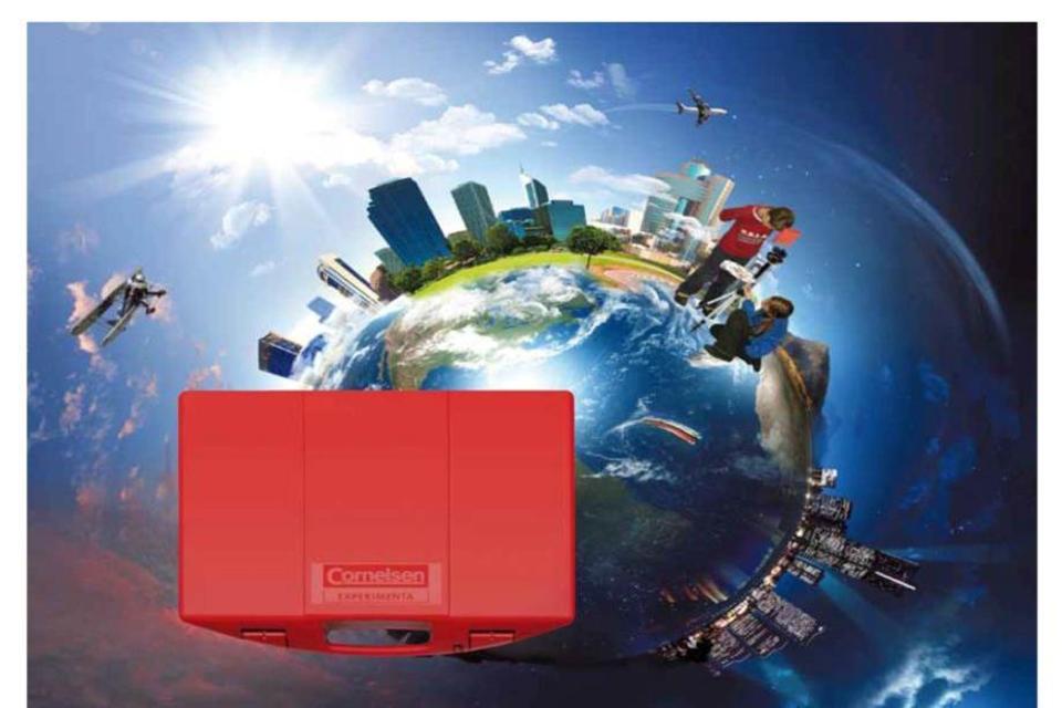 Weltkugel und roter Koffer